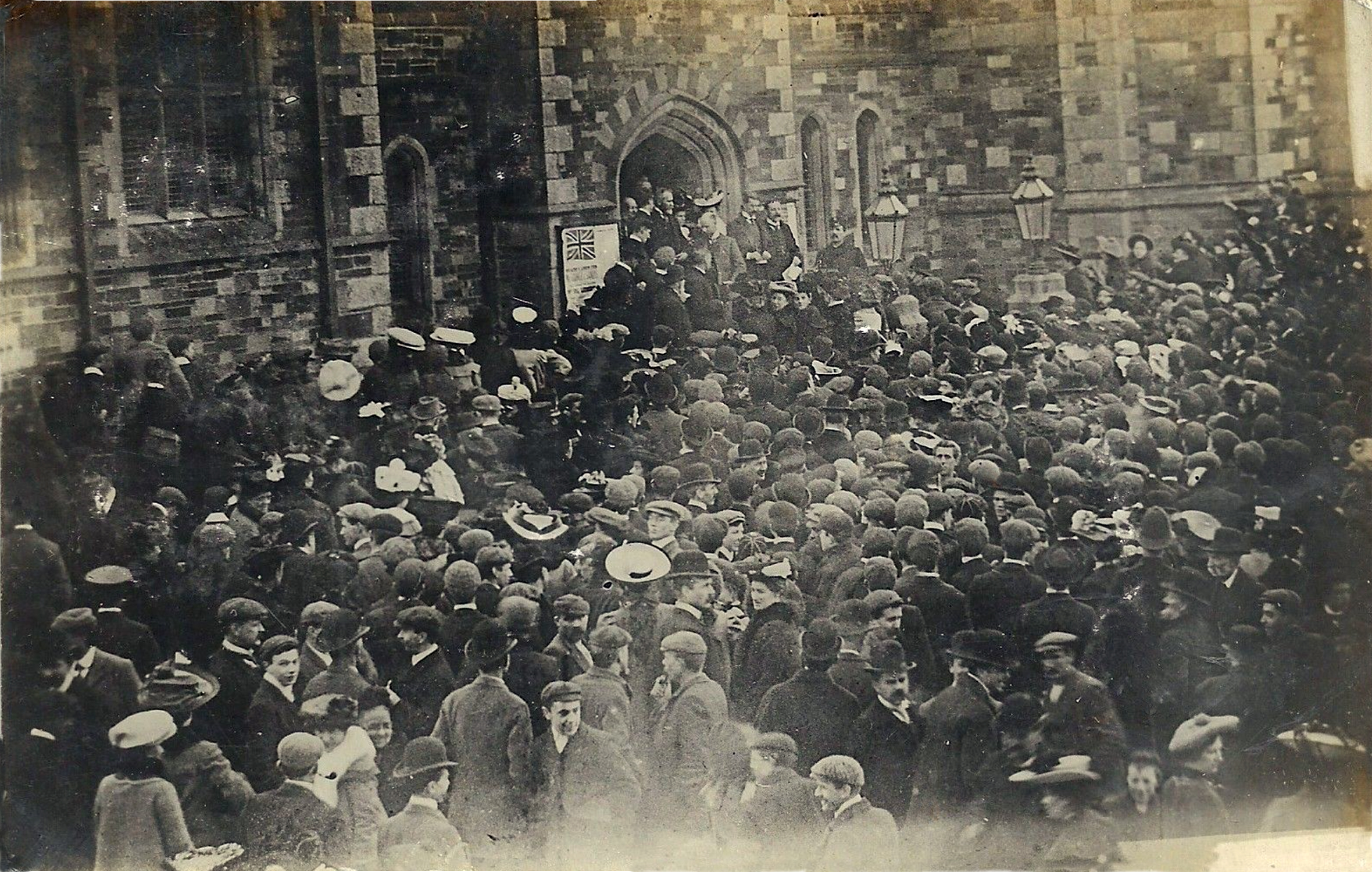 1906 gathering outside the town hall