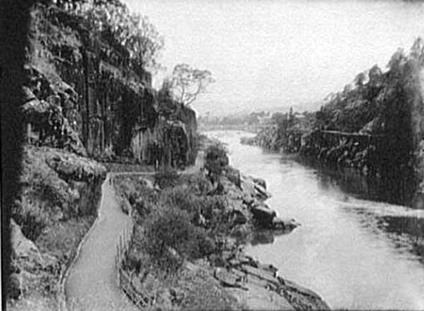 cataract-gorge-toward-bridge-launcestontasmania1895