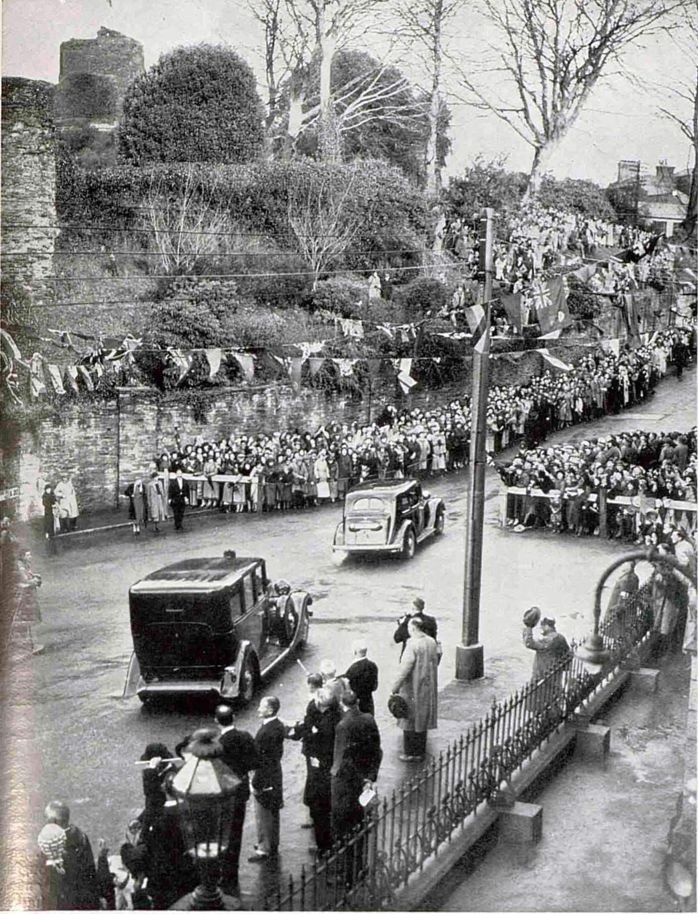 King George arrives outside the Town Hall for his 1937 visit.