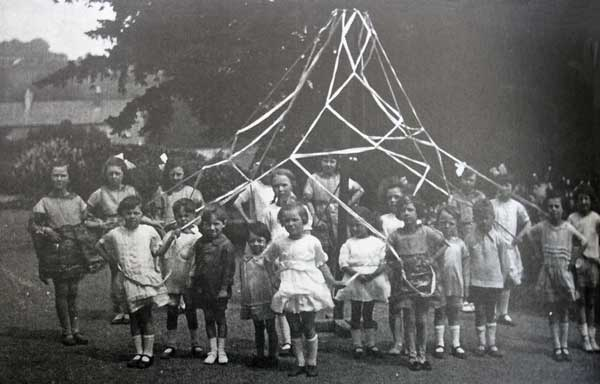maypole-dancing-in-the-1920s