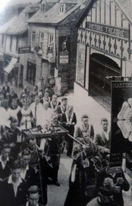 northgate-street-procession-with-the-picture-theatre