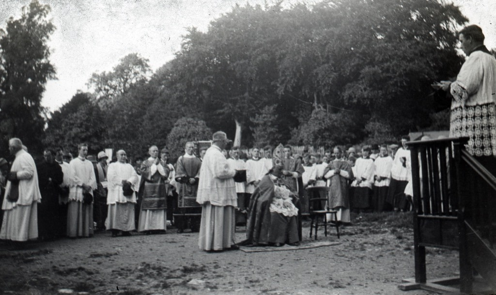 st-cuthbert-mayne-pilgrimage-procession-on-the-castle-green-in-1921
