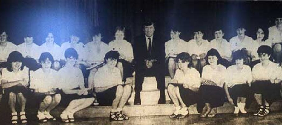 st-josephs-prizewinners-with-gerry-neale-in-1985