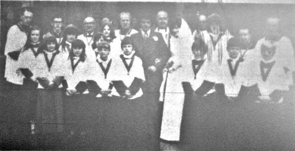 st-marys-church-choir-at-the-wedding-of-linda-drew-in-1976