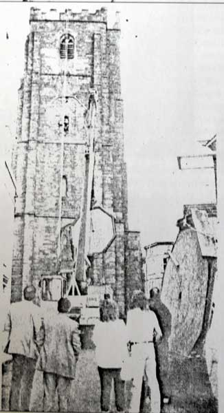 st-marys-church-clock-removal-in-1987