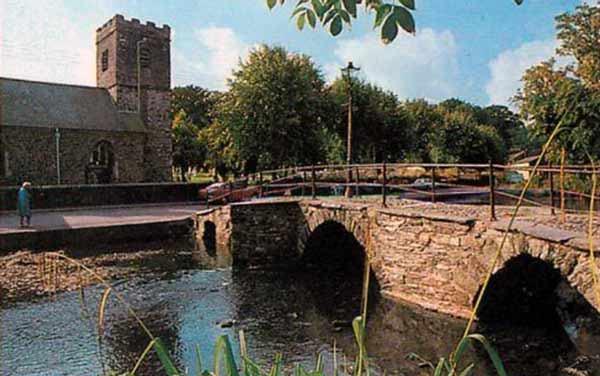 st-thomas-church-and-priors-bridge-in-the-1970s