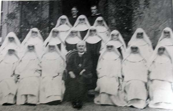 the-sisters-of-st-josephs-at-their-robbing-in-1918-with-the-bishop-of-plymouth