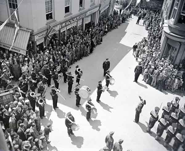 wings-for-victory-parade-june1943-3