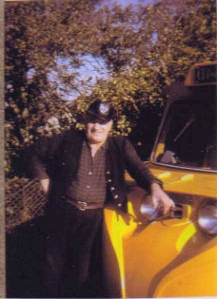 archie-goodman-with-his-scammell-scarub