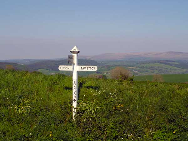 borough-cross-kelly-signpost