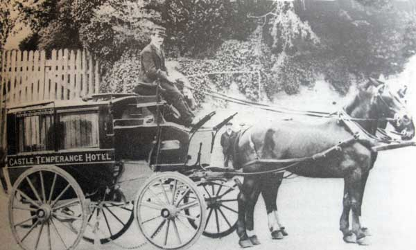 castle-temperance-hotel-coach-with-mr-climo-its-driver