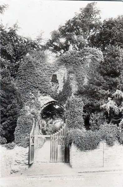 castle-westgate-entrance-1900s