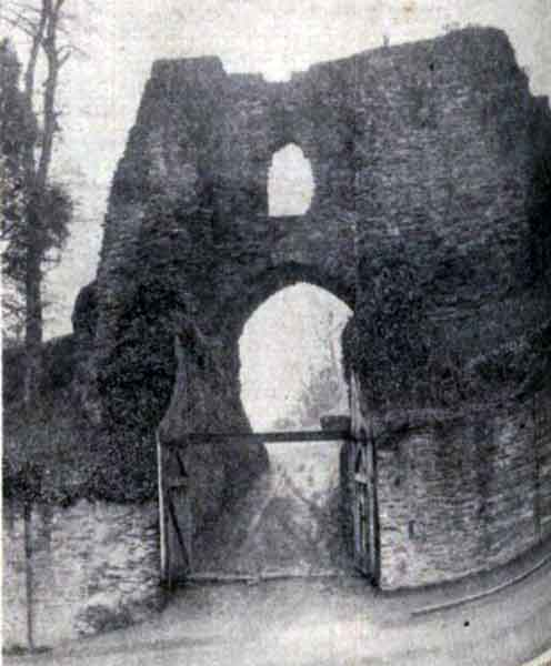 castle-entrance-on-a-very-wet-november-day-in-1937