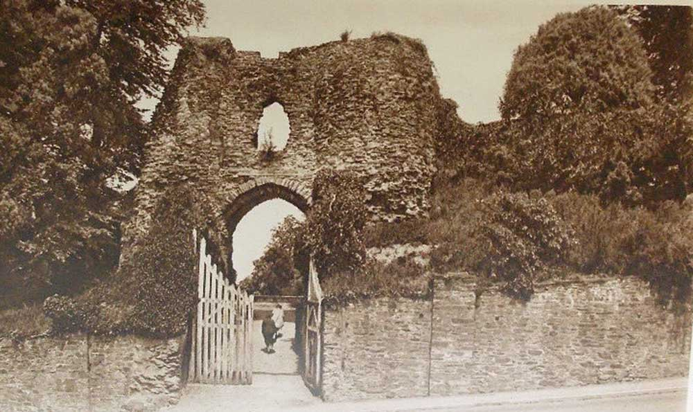 castle-western-entrance-in-the-1930s