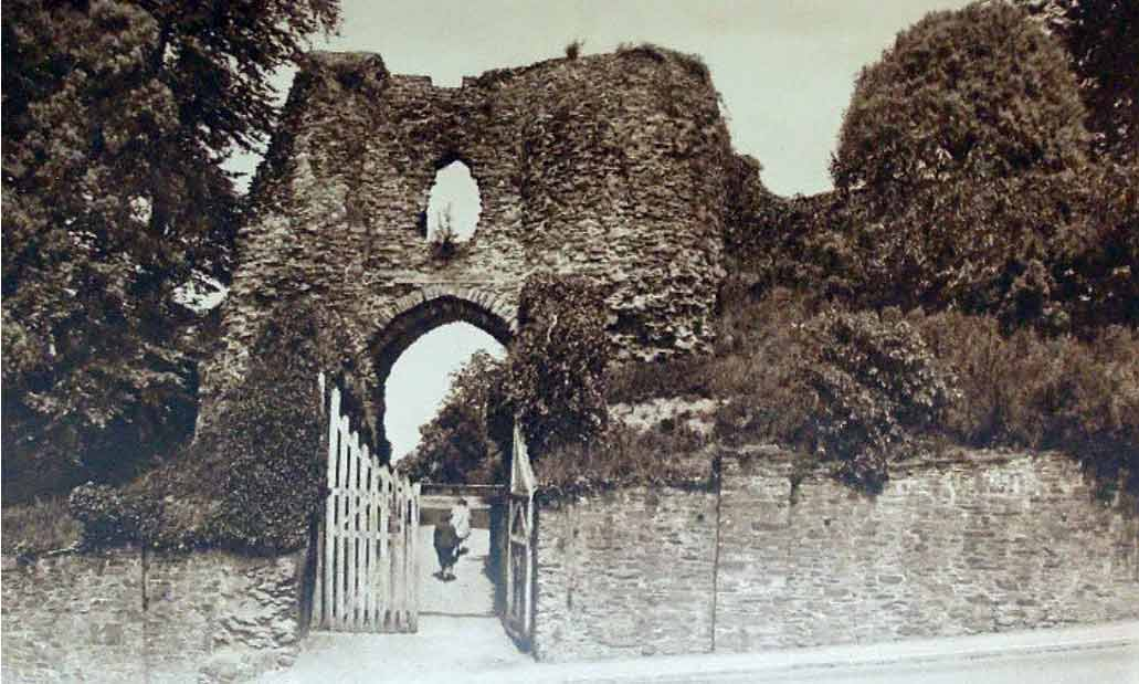 castles-western-entrance-in-the-1930s