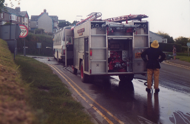 coach-fire-at-pages-cross-1981-photo-by-gary-chapman