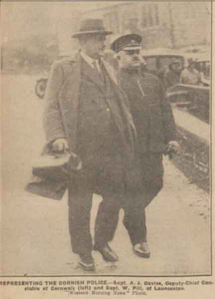 deputy-chief-constable-davies-and-superintendent-w-pill-on-way-to-the-police-court-hearing-for-anne-hearn-feb-1931