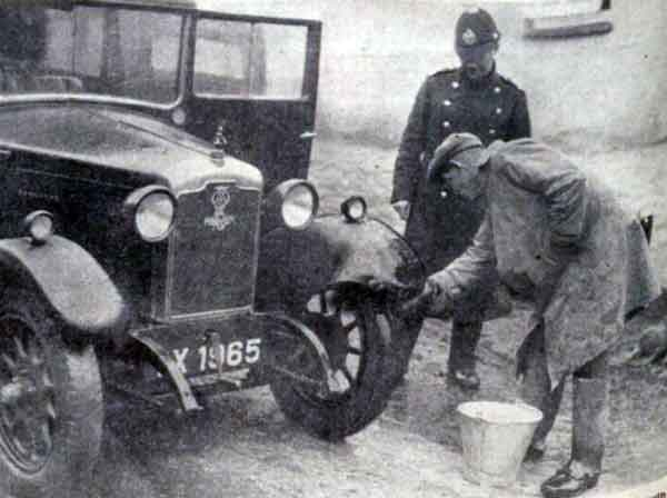 disinfecting-the-car-at-the-suspected-outbreak-of-foot-and-mouth-at-broadwood-in-1936