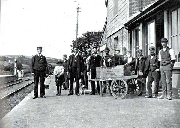 egloskerry-railway-station1-staff-early-1900s