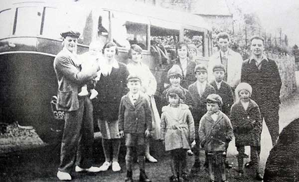 egloskerry-school-outing-in-the-1930s-with-stan-wooldridge-driving-the-charabanc