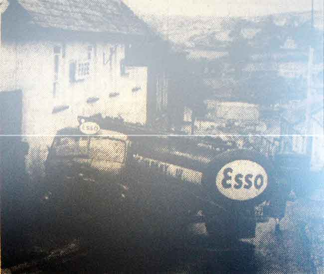 fuel-tanker-incident-by-the-northgate-inn-launceston-1960