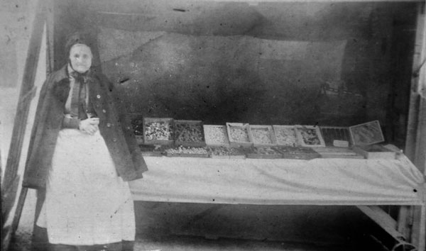 granny-hicks-market-stall-selling-sweets-at-launceston-market-square-mary-ann-tremewan
