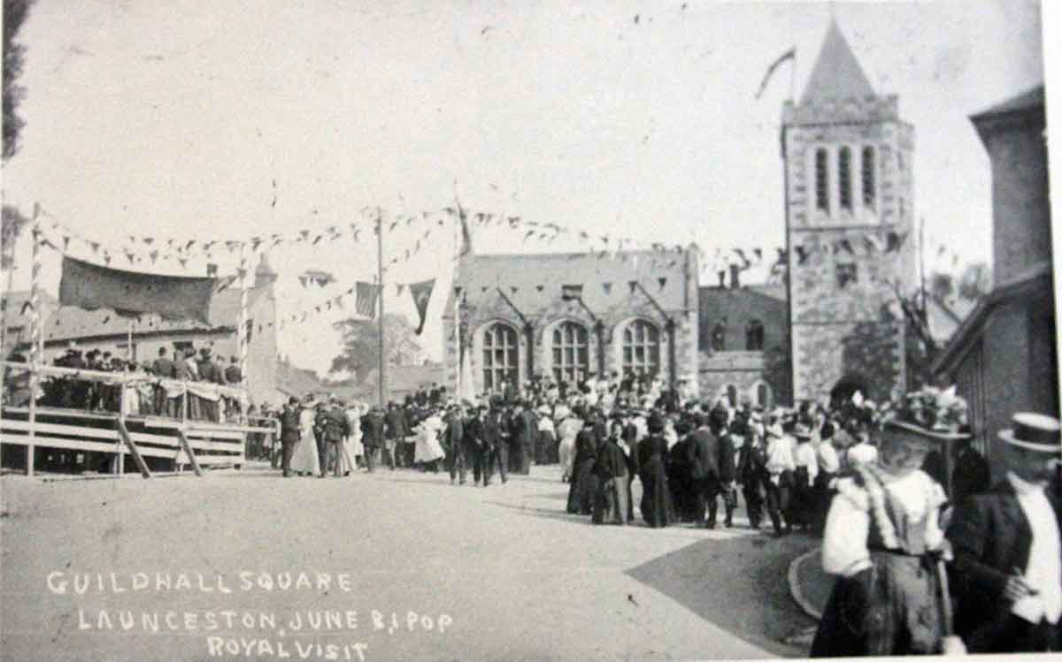 guildhall-square-1909-with-a-royal-visit