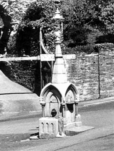 hender-memorial-fountain-in-1955