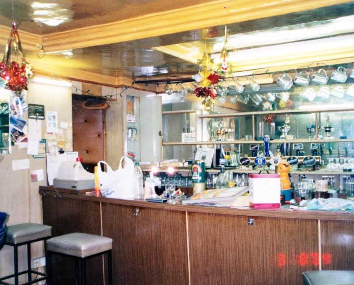 inside-the-northgate-public-house-2004-main-bar