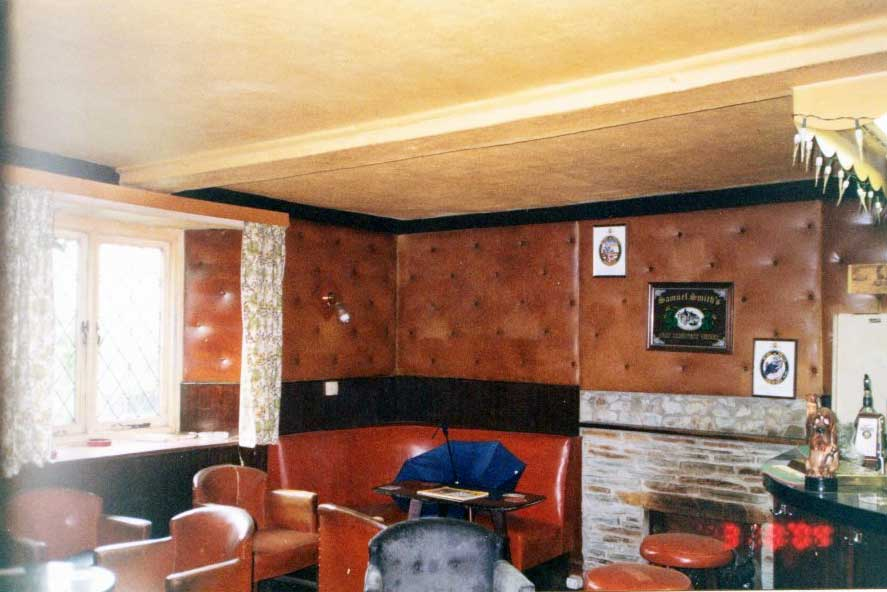 inside-the-northgate-public-house-2004