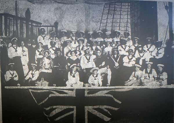 loads-cast-from-the-1912-production-of-hms-pinafore