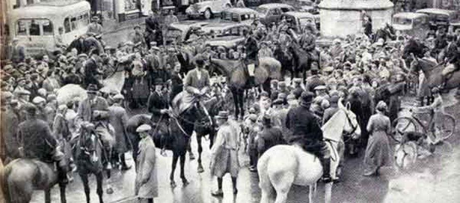 lamerton-hunt-1937-new-year-meet-in-launceston-town-square