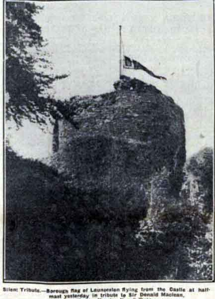 launceson-castle-flying-at-half-mast-for-the-death-of-d-mclean-in-1932