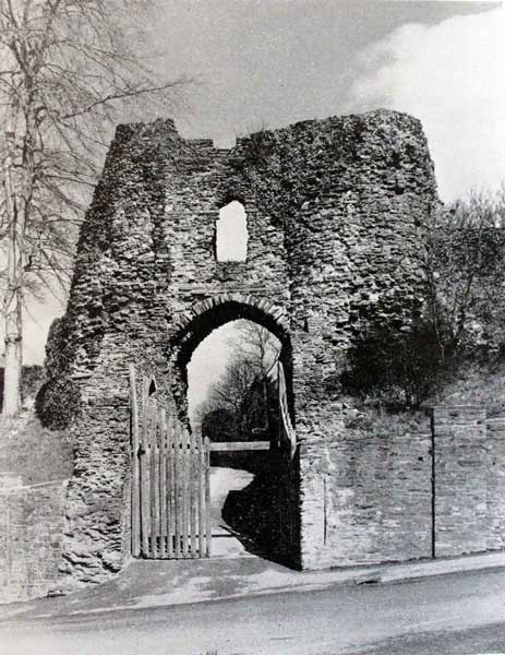 launceston-castle-south-gate