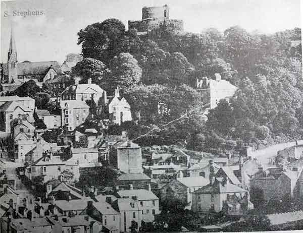 launceston-castle-alongside-the-wesleyan-chapel-spire
