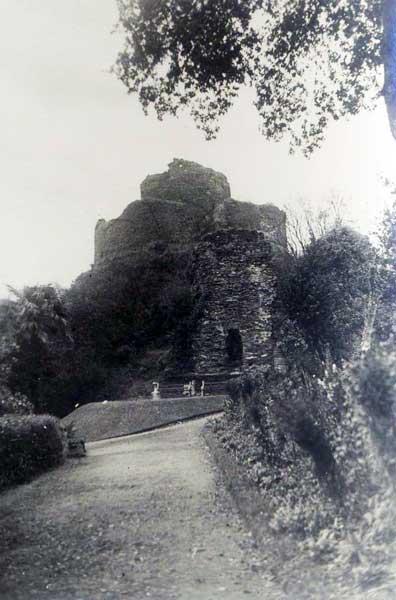 launceston-castle-c-1940s-by-george-ellis