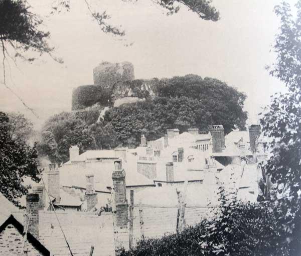 launceston-castle-from-windmill-hill