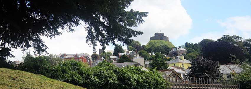 launceston-castle-from-the-priory