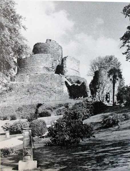 launceston-castle-from-the-south-keep