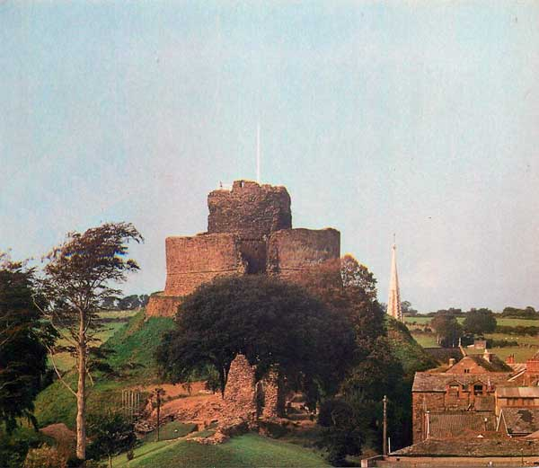 launceston-castle-looking-towards-castle-dyke