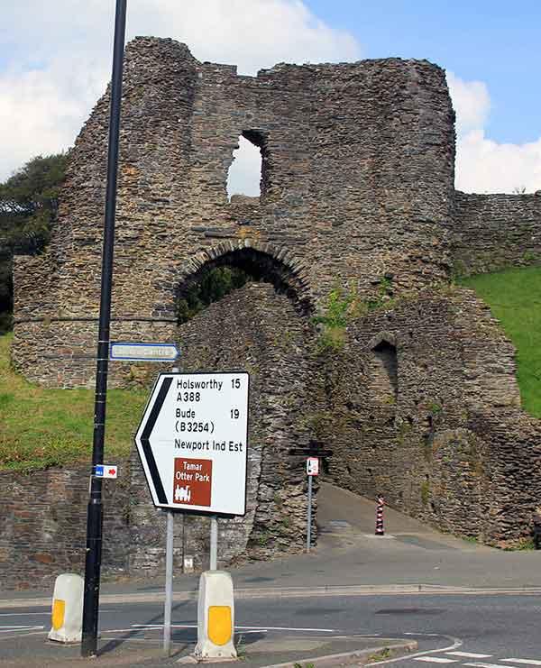 launceston-castle-west-entrance-2014
