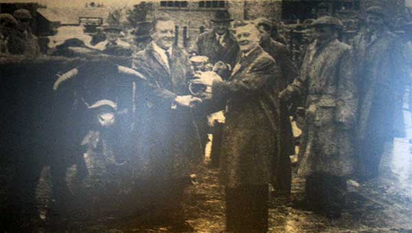 launceston-fatstock-show-in-1961-with-mr-c-jasper-of-altarnun-being-presented-with-a-cup-by-the-mayor-w-adams