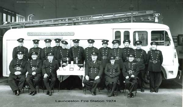 launceston-firte-brigade-crew-in-1974