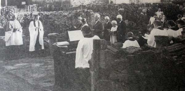launceston-priory-service-held-in-1976