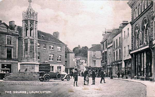 launceston-town-centre-with-car-parked-by-war-memorial
