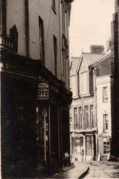 looking-down-towards-northgate-street-from-church-street-in-the-1920s