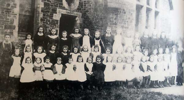 north-petherwin-school-girls-class-in-the-early-1900s