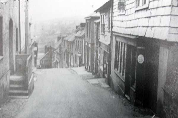 northgate-street-with-steps-that-lead-to-the-jubilee-inn