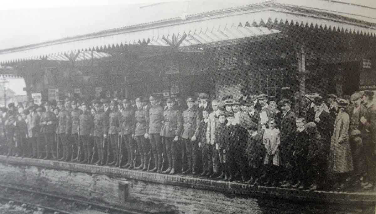 off-to-war-in-1914-dcli-soldiers-setting-off-from-launceston-station