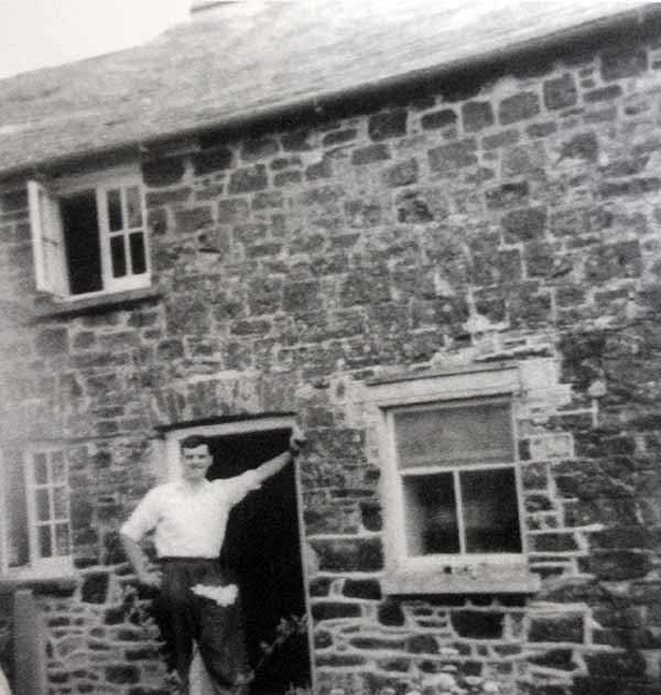 pc-4-searle-at-the-rear-of-egloskerry-police-station-1963
